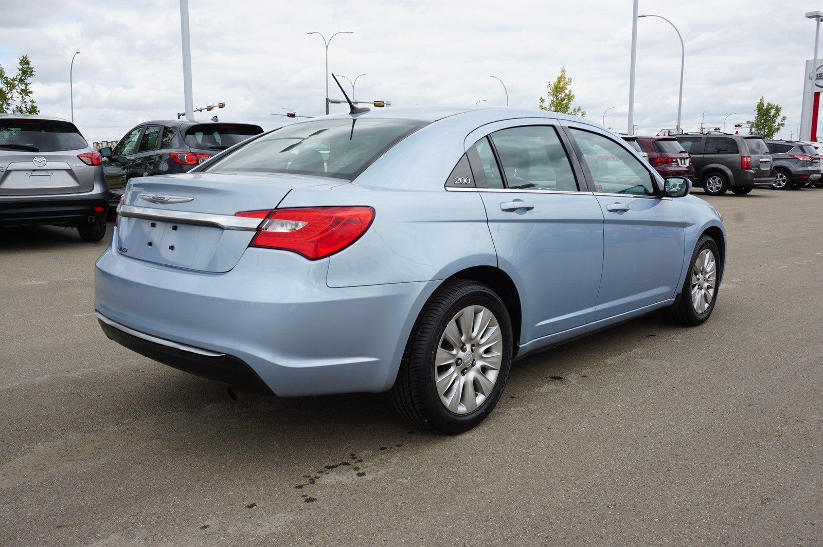 Pre-Owned 2013 Chrysler 200 LX Bluetooth,